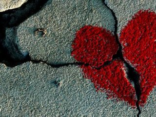 """Perchè non ti dimostra mai che ti ama? Evitare le emozioni: Come riconoscere se il tuo partner è un """"Evitante"""""""